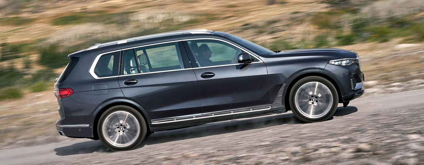 2019 BMW X7 passenger side driving