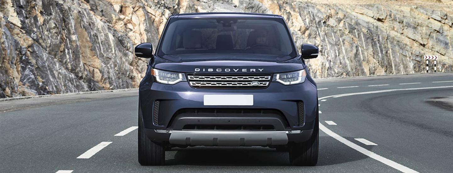 Front view of the 2020 Land Rover Range Rover Discovery in motion