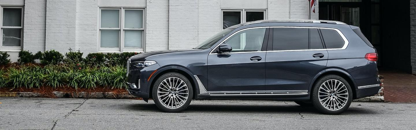 Side-profile view of the 2020 BMW X7