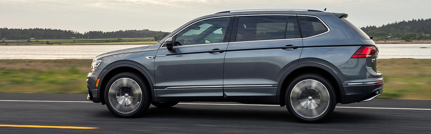 Side view of the 2020 Volkswagen Tiguan in motion