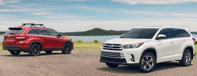 2019 Toyota Highlander parked