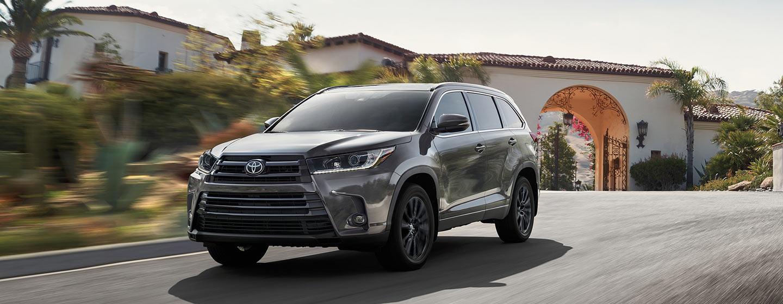 2019 Toyota Highlander in motion