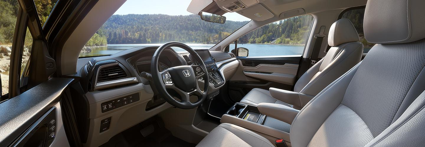 Side view of the drivers and passenger side seats of the 2020 Honda Odyssey