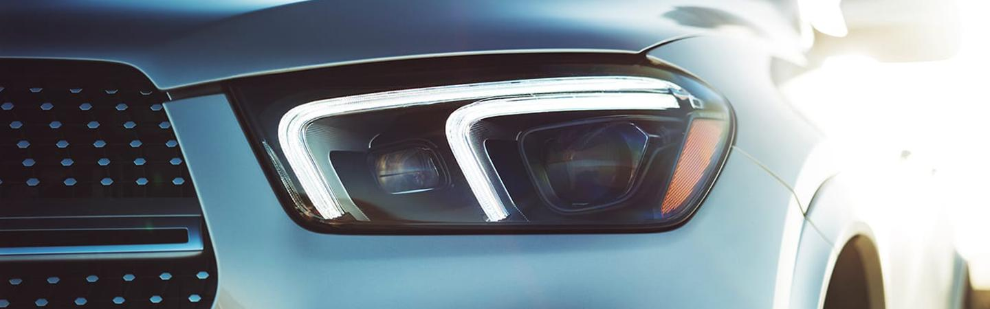 Close up view of the 2020 GLE headlight