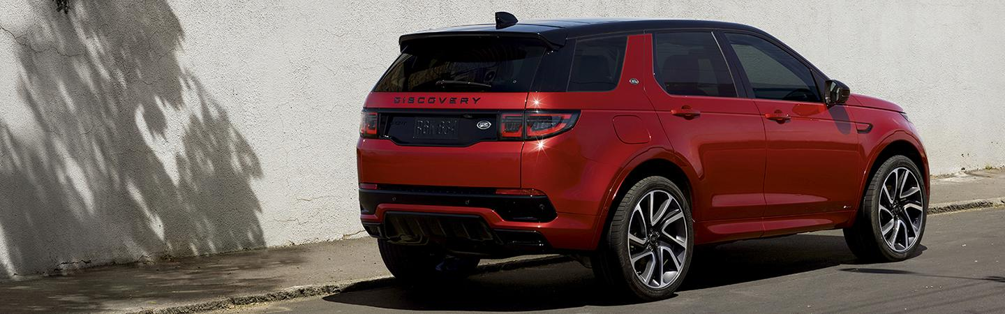 Rear side view of the 2020 Land Rover Discovery parked