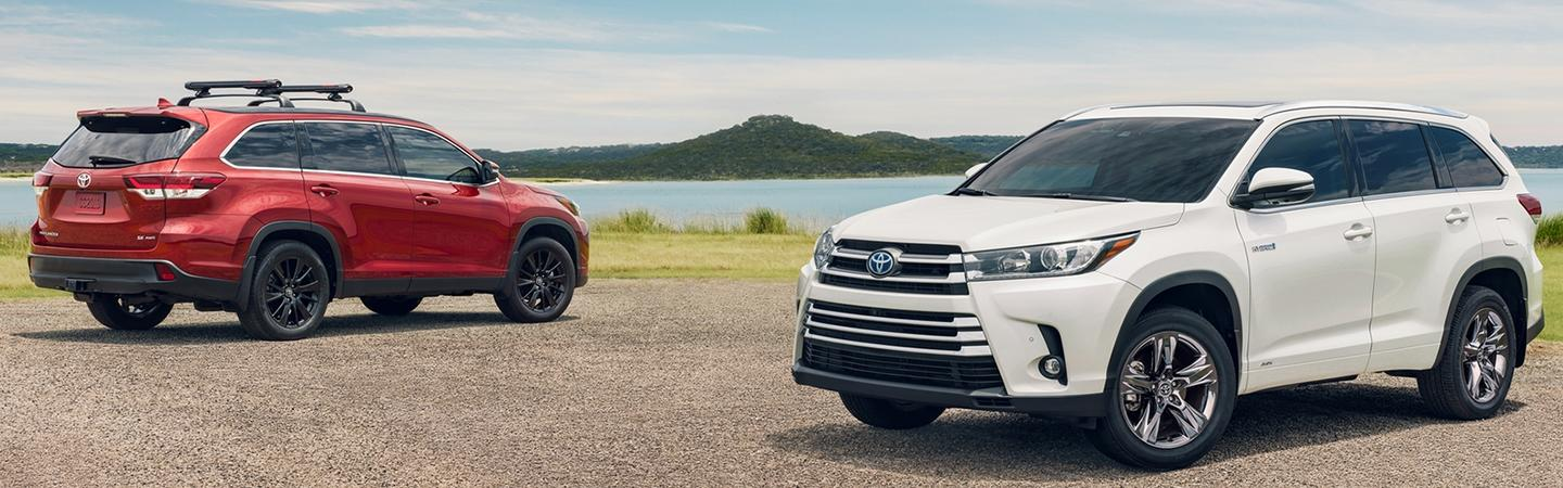 Two 2020 Toyota Highlander vehicles parked next to each other