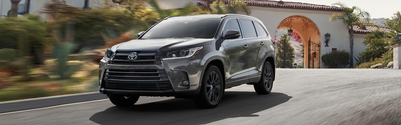 2020 Toyota Highlander in motion