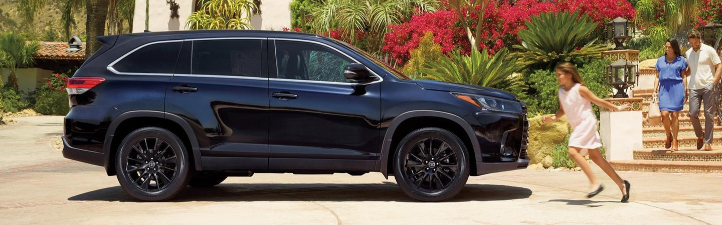 Side view of the 2020 Toyota Highlander