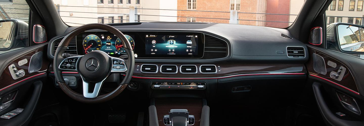 Interior dash and infotainment system of the 2020 GLE