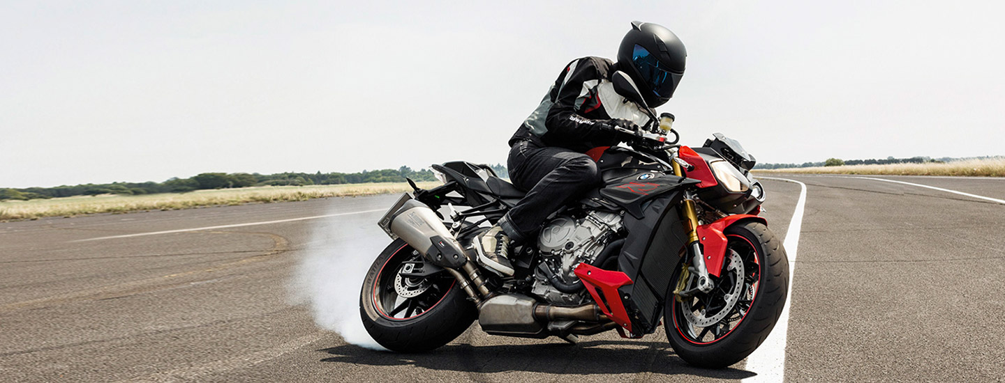 2019 BMW S 1000 R turning with a driver in Barrington, IL