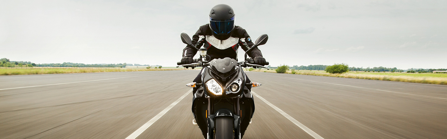 Front view of the 2019 BMW S 1000 R in motion