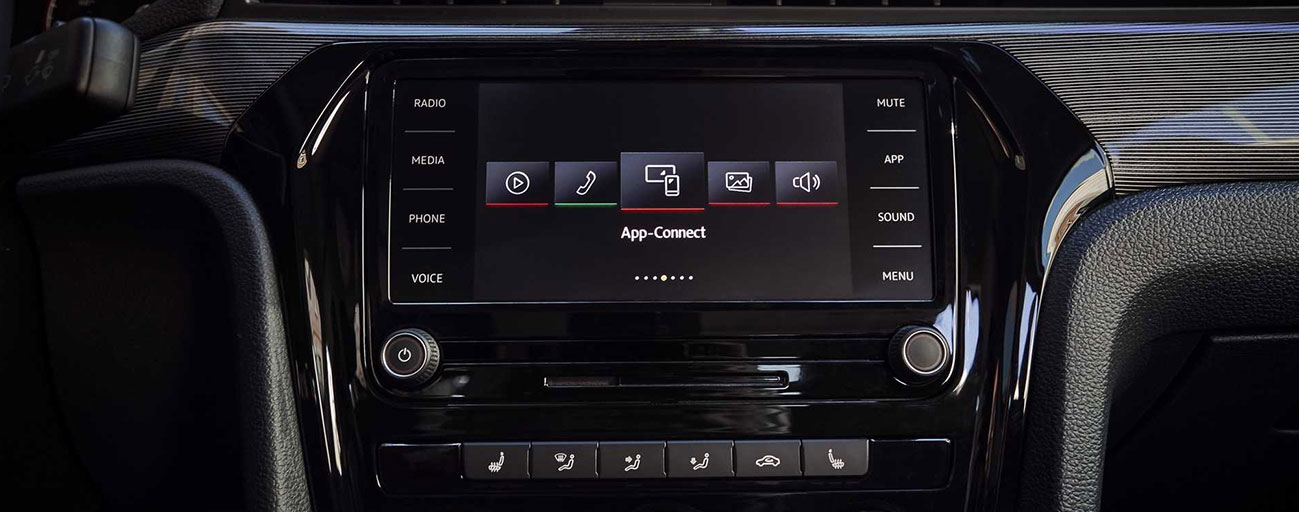 2019 Volkswagen Passat App-Connect dash board view.