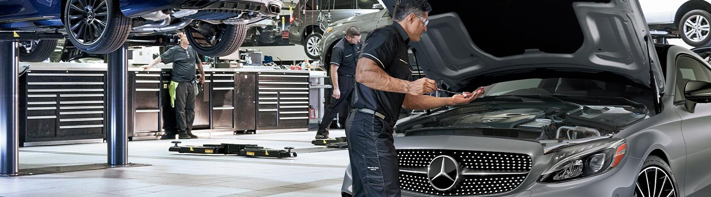 Mercedes-Benz Service professionals at work.
