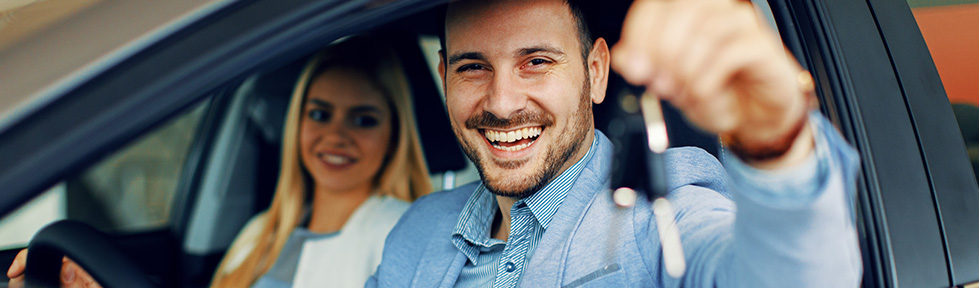 Man showing keys to a car