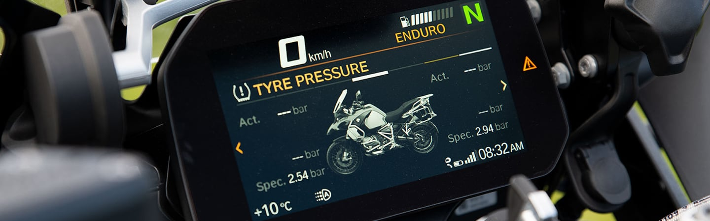 Close up of the navigation screen of the 2020 BMW R 1250 GS