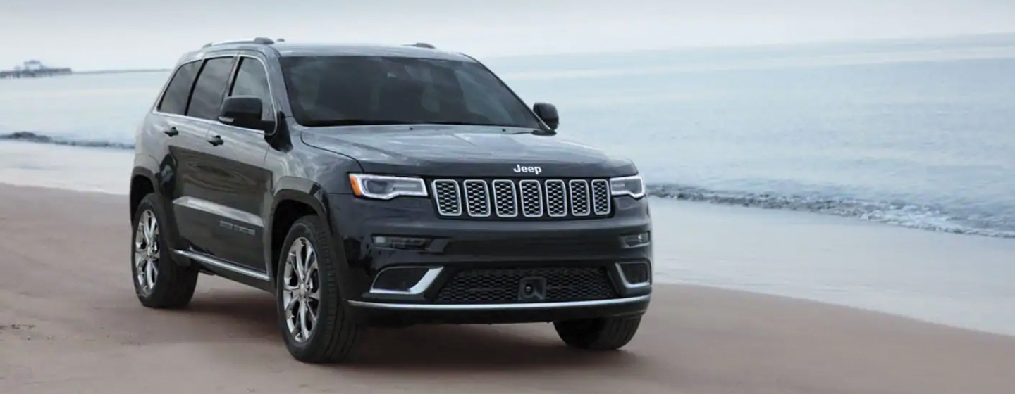 2019 Jeep Grand Cherokee driving on the beach front view.
