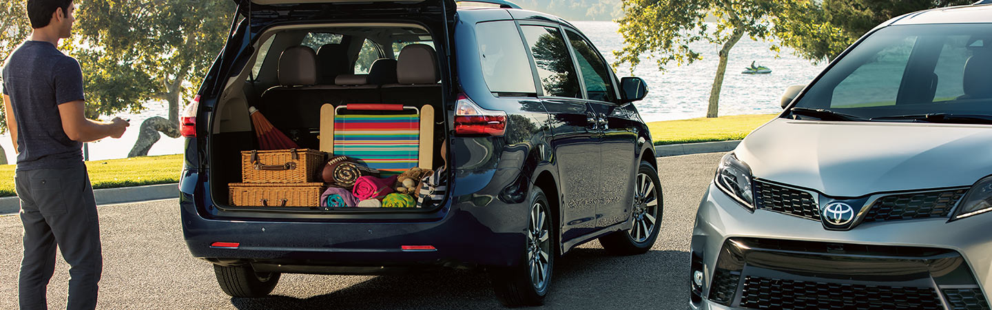 Image of the 2020 Toyota Sienna with trunk open