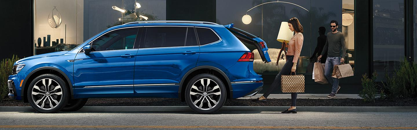 Side view of the 2020 Volkswagen Tiguan parked