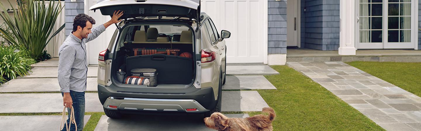 Guy loading things into 2021 Nissan Rogue trunk