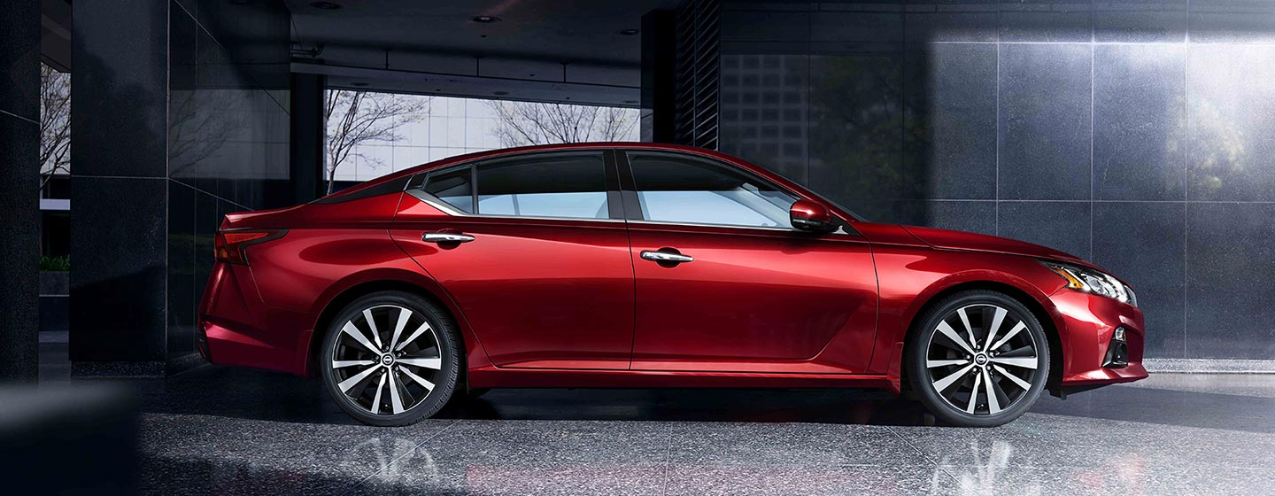 2019 Nissan Altima passenger side view parked.