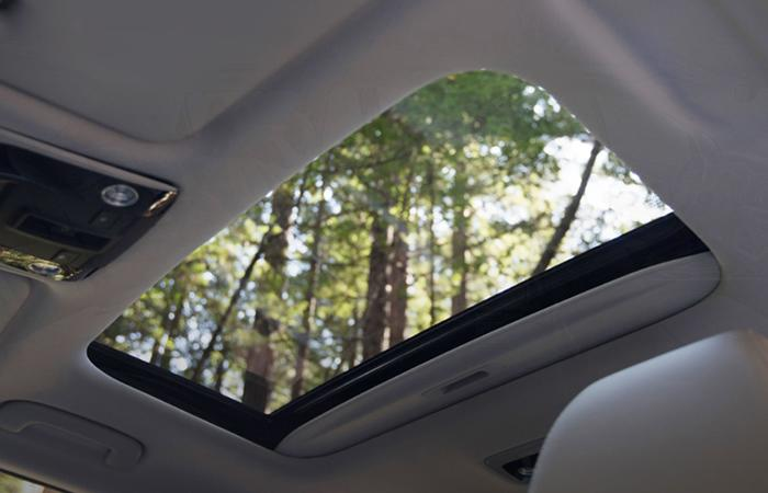 Close up view of a sunroof on a Kia Seltos