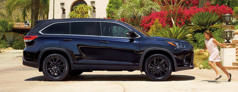 2019 Toyota Highlander parked.