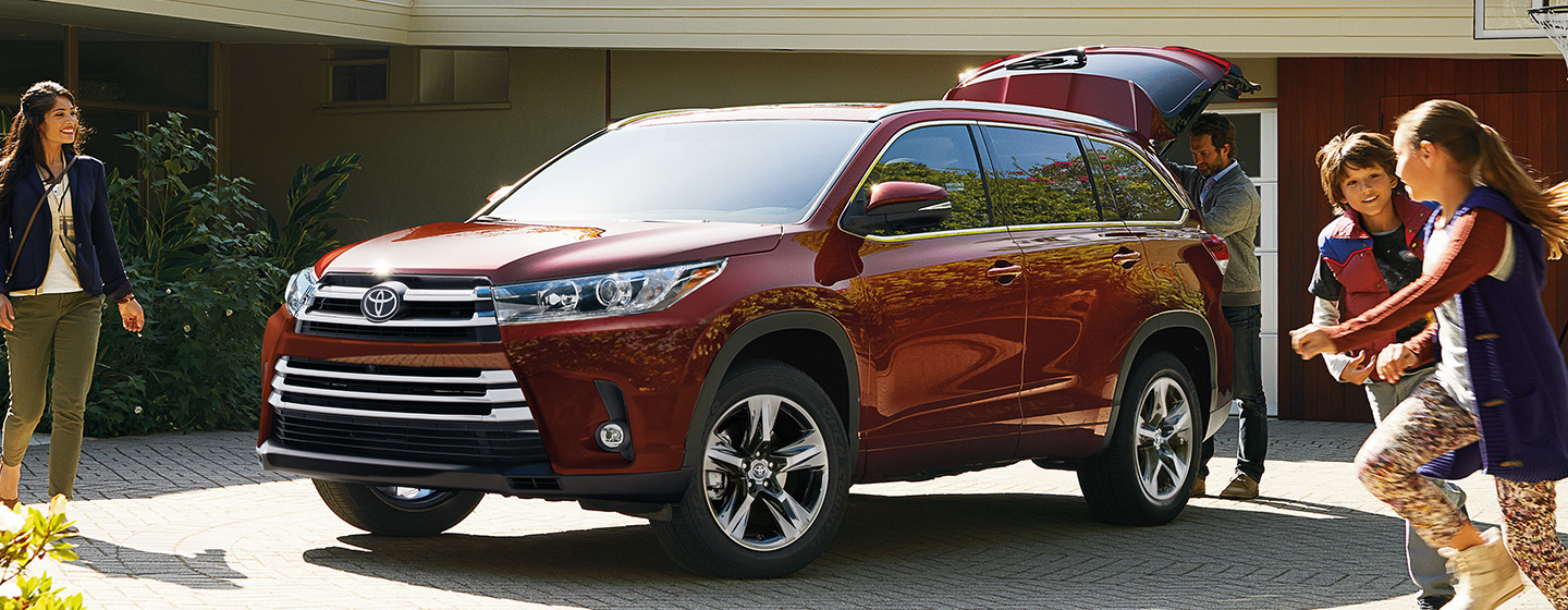 2019 Toyota Highlander parked in the city