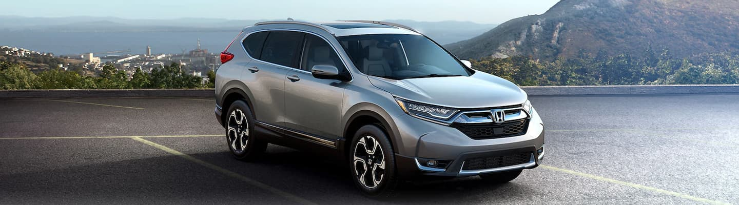 2019 Honda CR-V Parked in a parking lot by the mountains