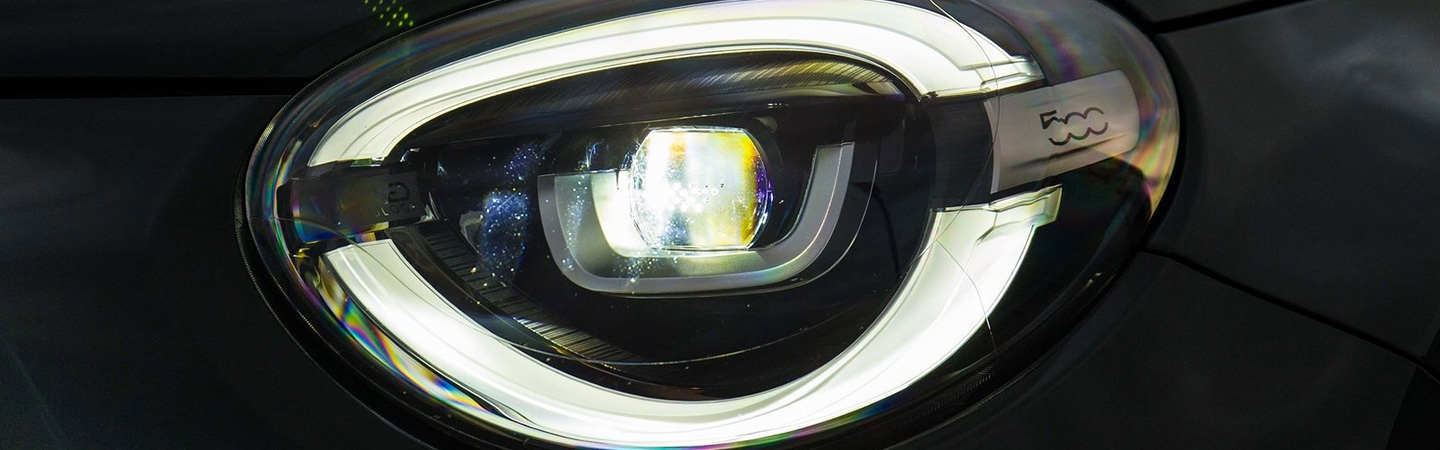 Headlight close up view of the Fiat 500