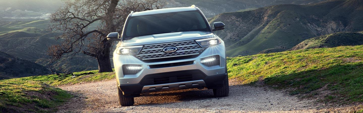 Picture of the new 2020 Ford Explorer from the front end.
