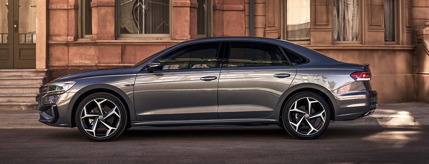 Side profile view of the 2021 VW Passat