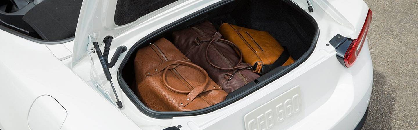 Trunk cargo space of the FIAT 124 Spider