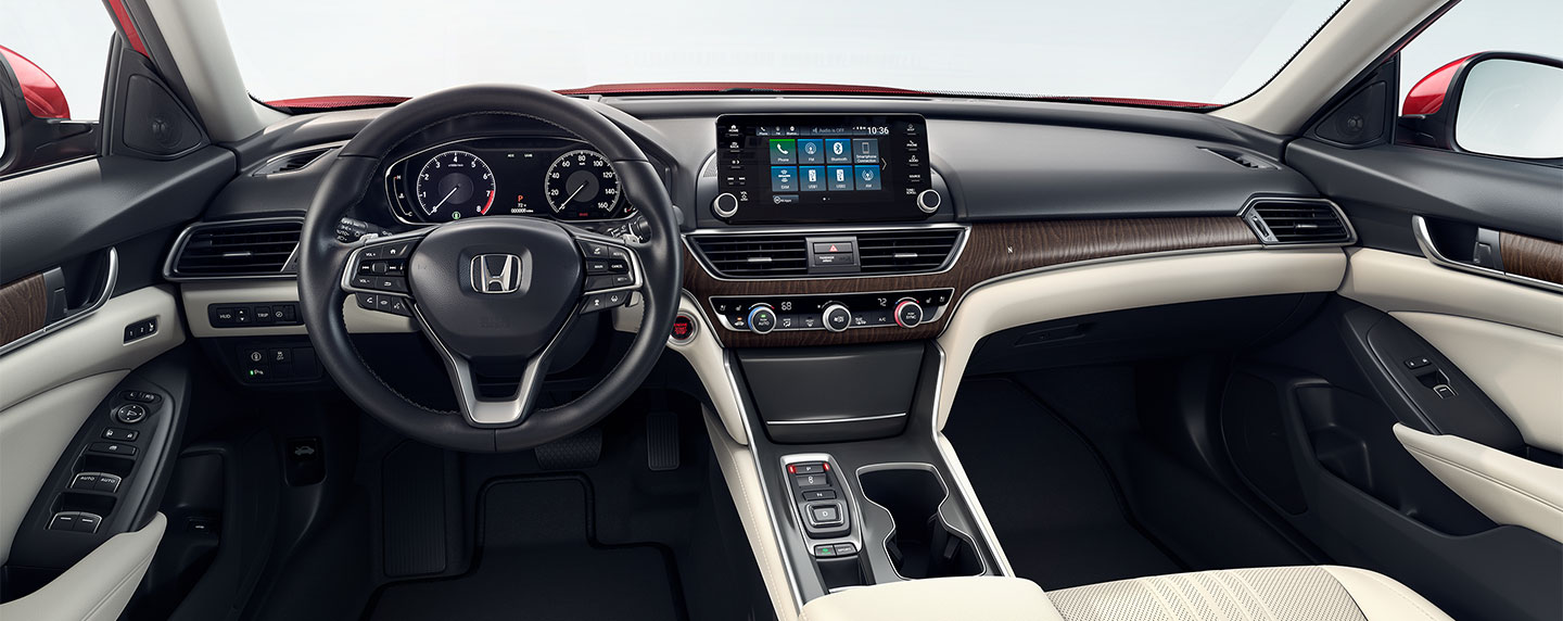 Driver and passenger seats in the 2018 Honda Accord