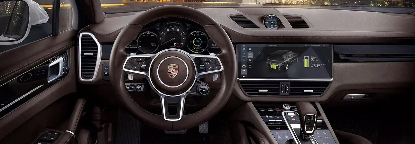 Interior and steering wheel of the Porsche Cayenne