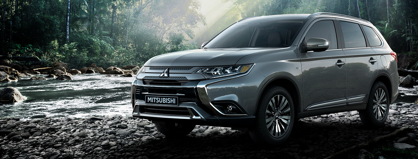 2020 Mitsubishi Outlander parked on rocks