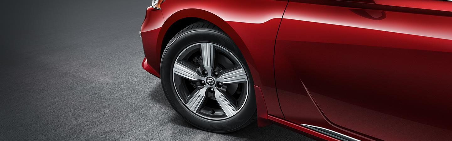 Tires & wheels of the new 2020 Nissan Altima