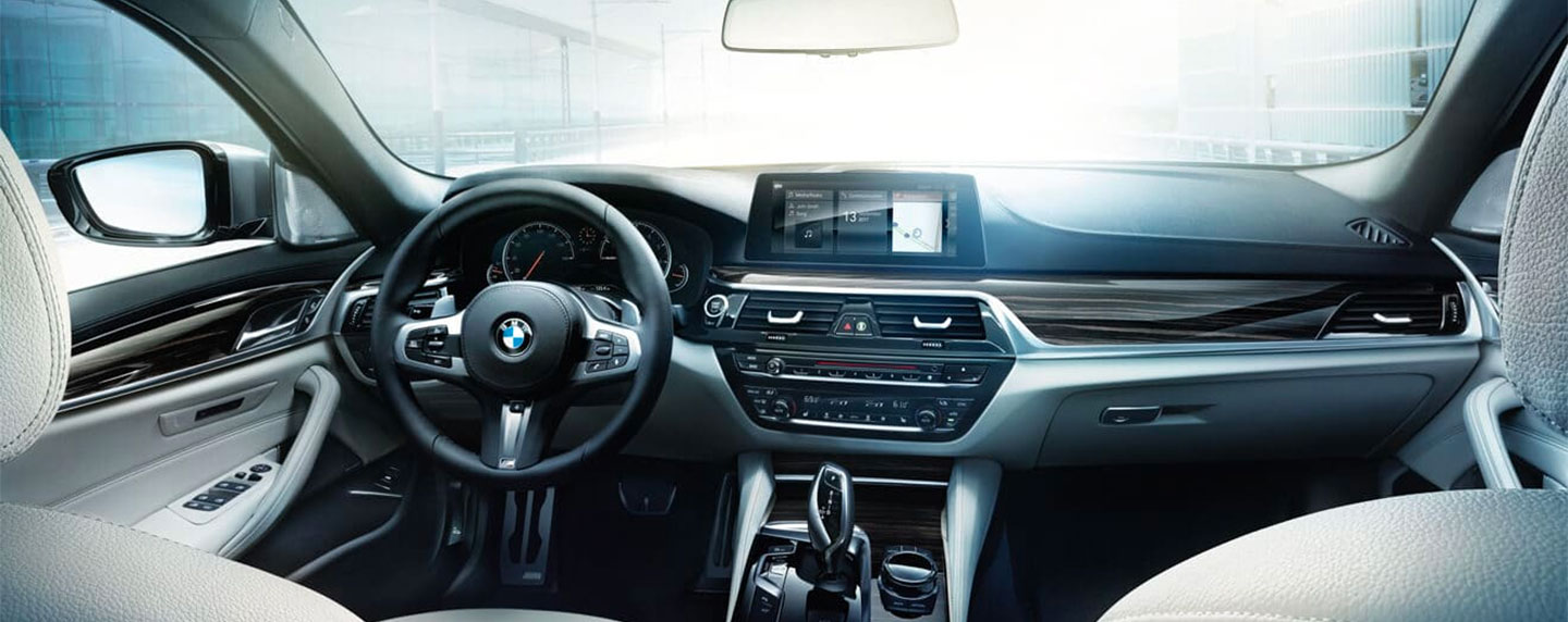 Driver and passenger seats and steering wheel of the BMW 5 series