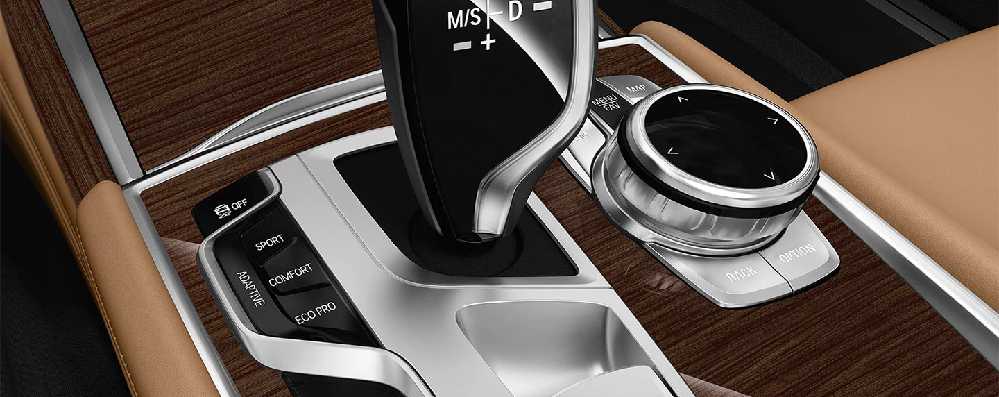 Driver controls in the BMW 7 series
