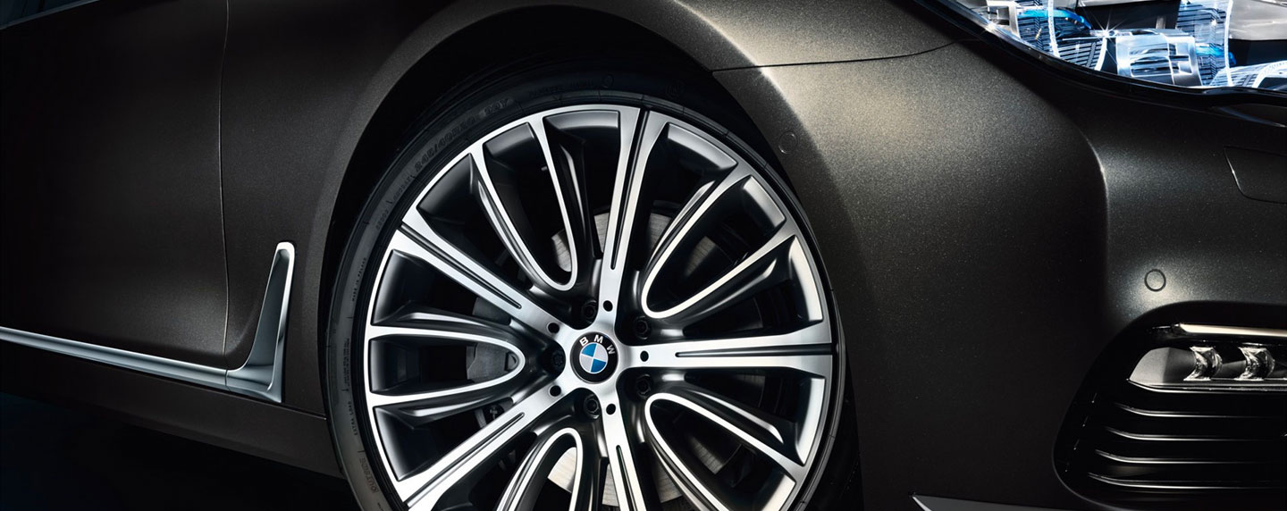 Front right wheel of the BMW 7 series