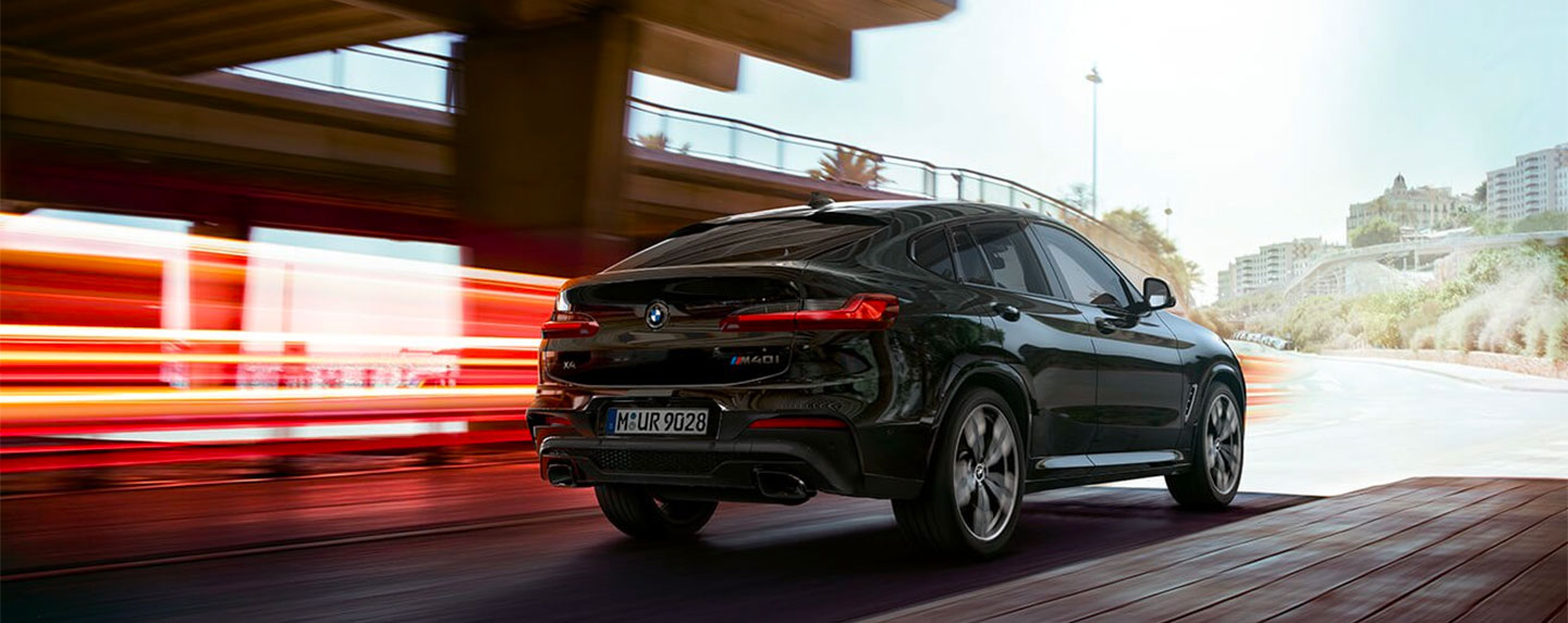 Back right of the BMW X4 in motion