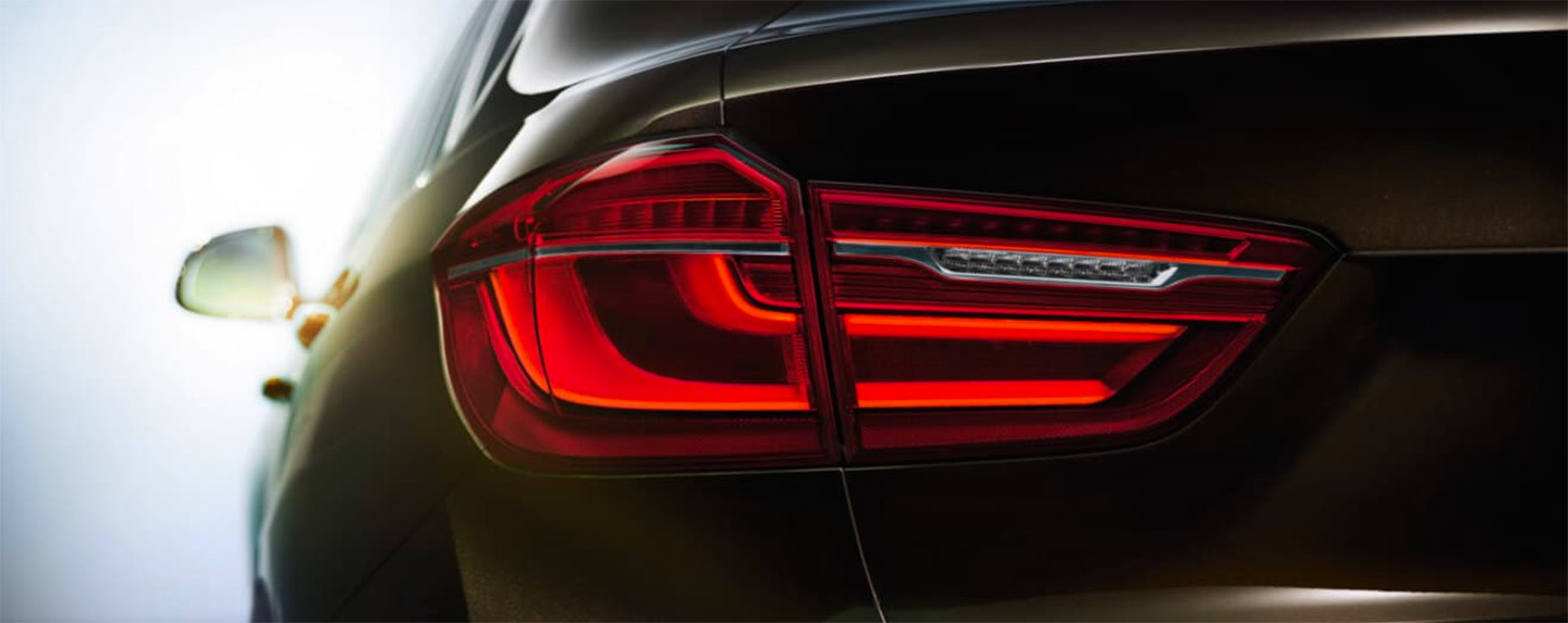 Back left tail light of the BMW X6