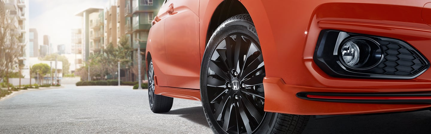 Front wheels of the 2020 Fit