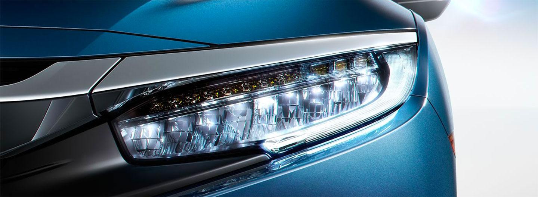 Front headlight of the 2018 Honda Civic