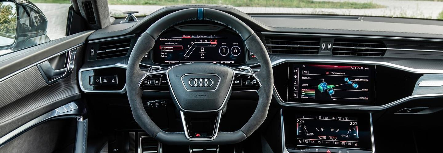 Interior steering wheel and infotainment system of the RS 7