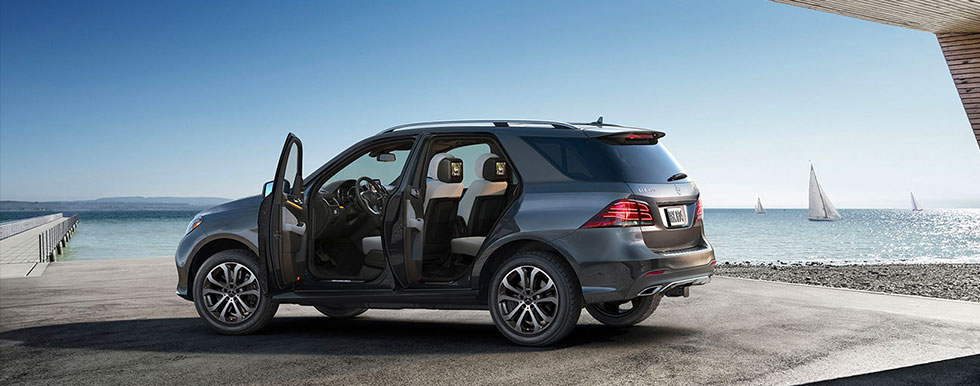 GLE 400 4MATIC® Side View With Doors Open