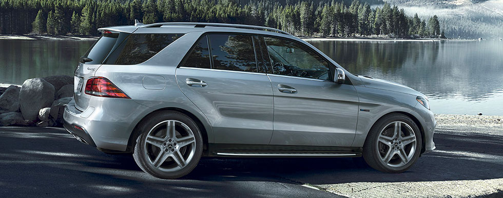 GLE 400 4MATIC® Parked Nexted To Water