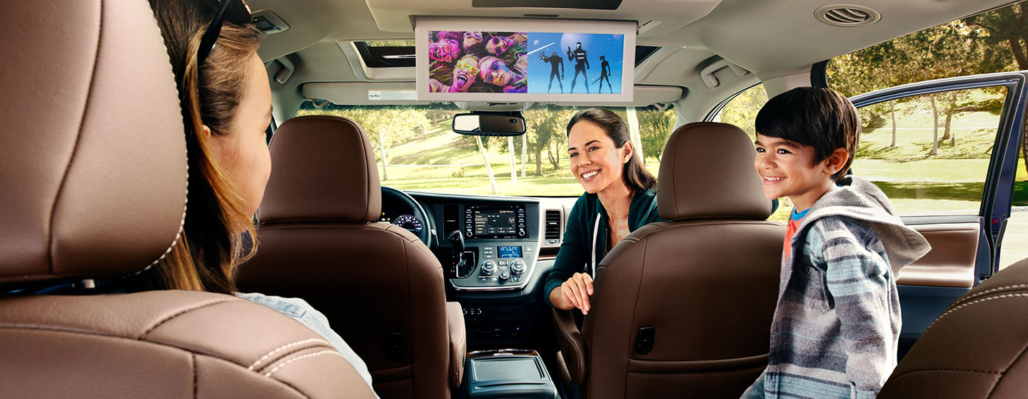 Interior and technology features of the 2020 Toyota Sienna available at World Toyota