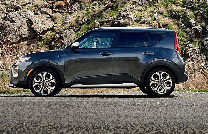 Drive side profile view of the 2021 Kia Soul