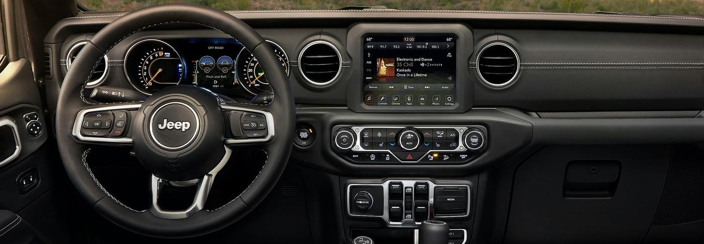Steering wheel and radio in new Wrangler