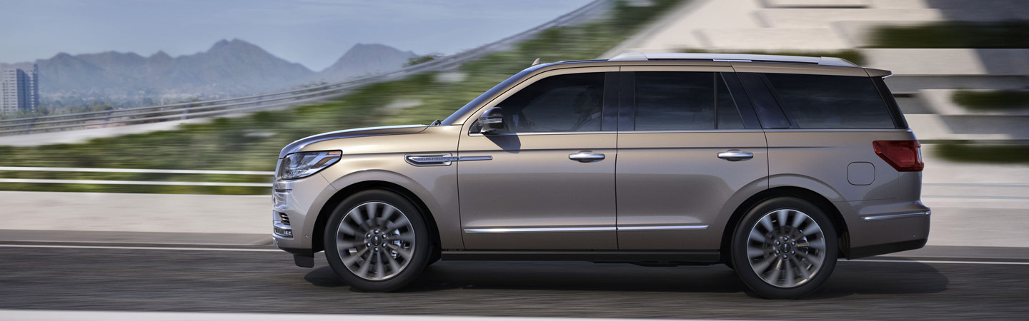 2019 Lincoln Navigator in motion, available at Coccia Lincoln